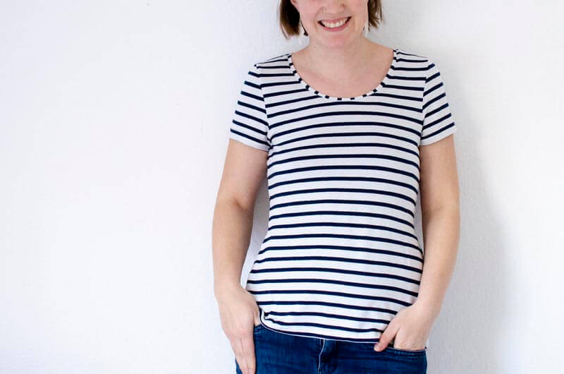 Maritimes Streifenshirt als Nähbeispiel des Schnittmuster eBooks T-Shirt #seweasy zum Selbernähen.